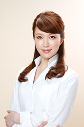 美容皮膚科医・美容外科医・院長 Dr. 居原田 麗